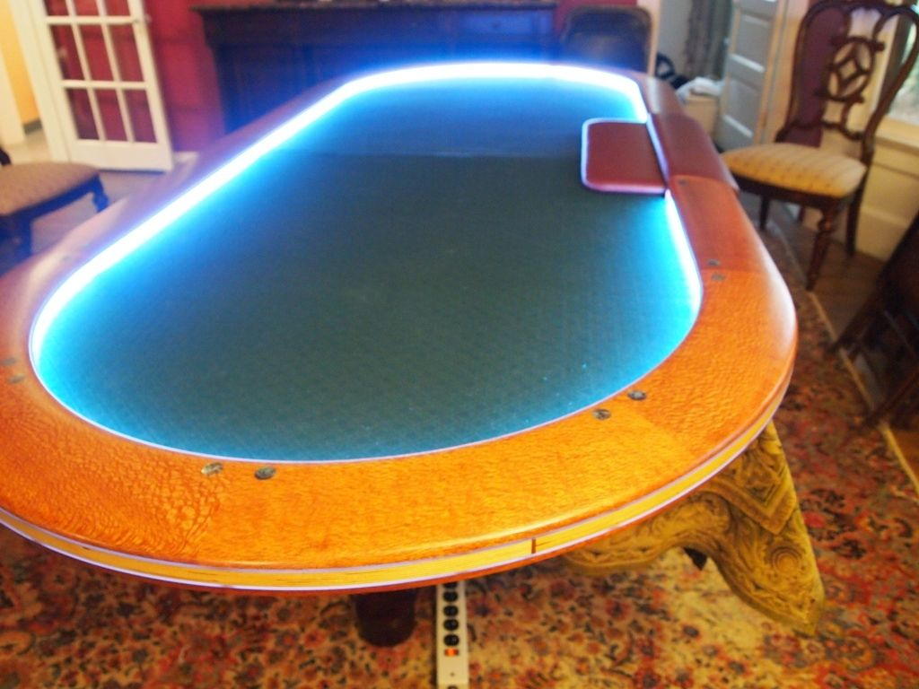 texas hold em table