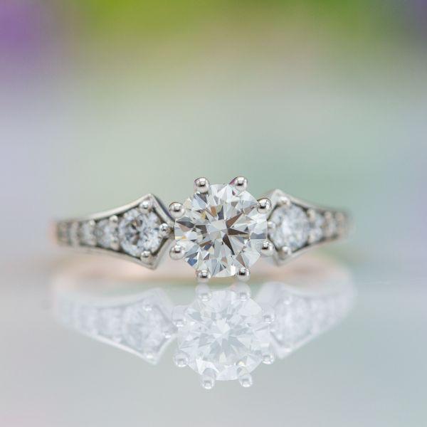 Round brilliant cut diamond with medium fluorescence.