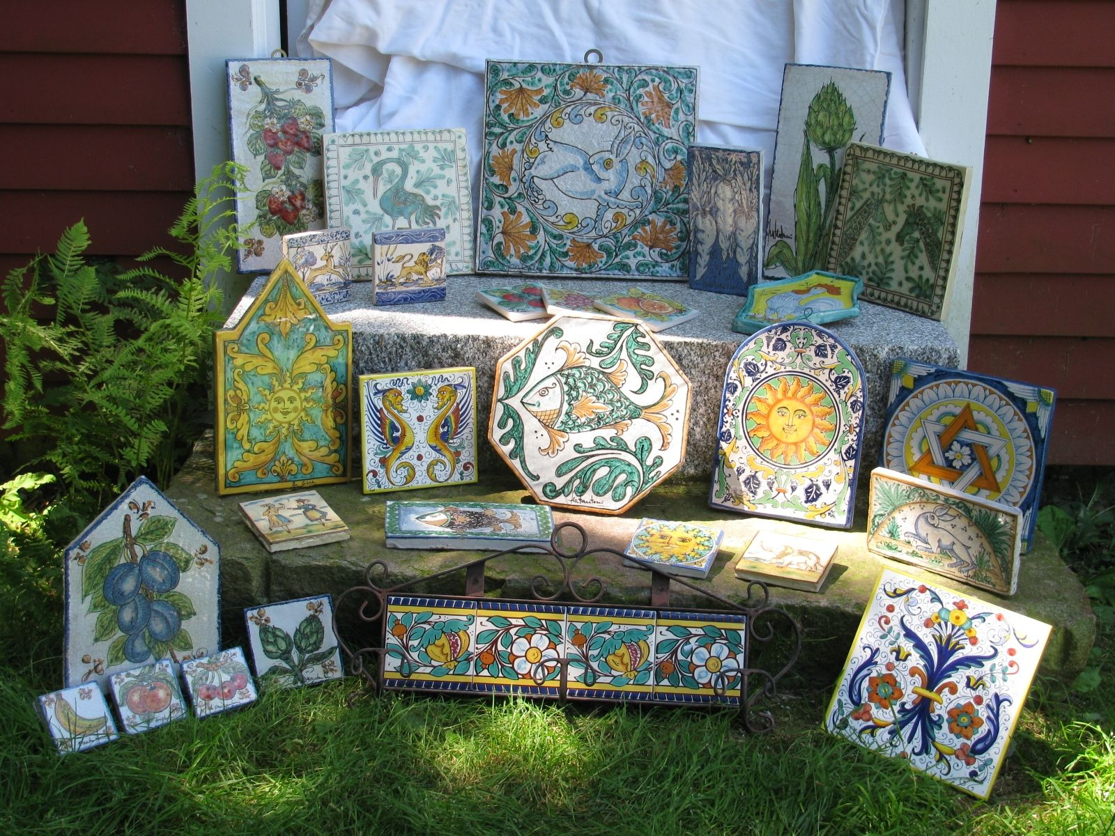 Custom italian decorative tiles by the pottery co for Made com italia