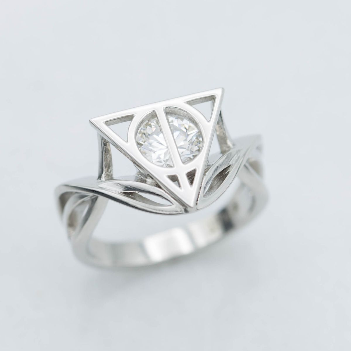 The Delicate Vining Platinum Strands Of This Harry Potter Inspired Engagement Ring Balance Bold Face Symbol Ly Hallows