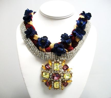 "Custom Made Flower Necklace ""Mimi''"