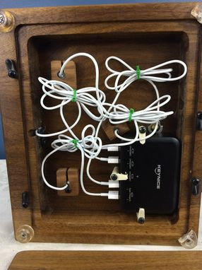 Custom Made Iphone, Ipad & Nano Charging Station