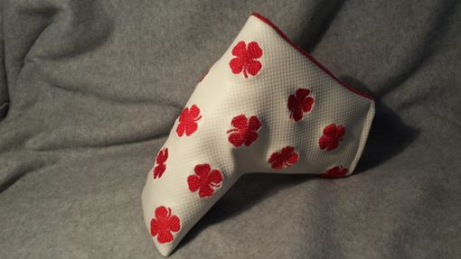 Custom Made Putter Fore Leaf Golf Head Cover, Textured White & Embroidered 4 Leaf Clovers