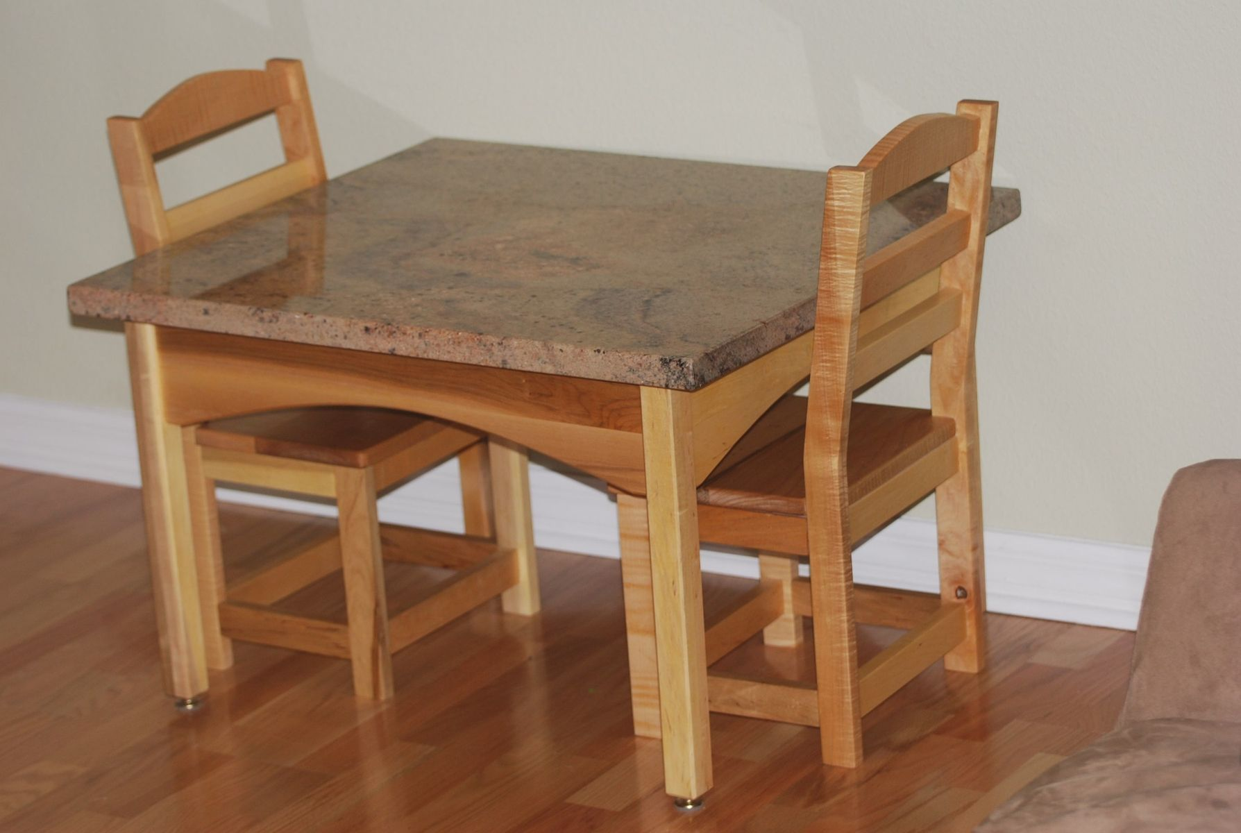 Hand crafted childrens table and chair set by memphis woodwork 39 s Wooden childrens furniture