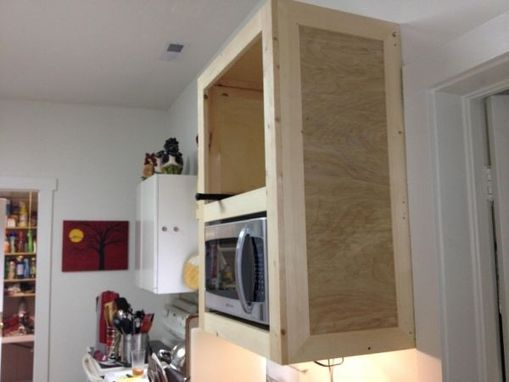 Custom Made Custom Kitchen Cabinets / Kitchen Cabinetry