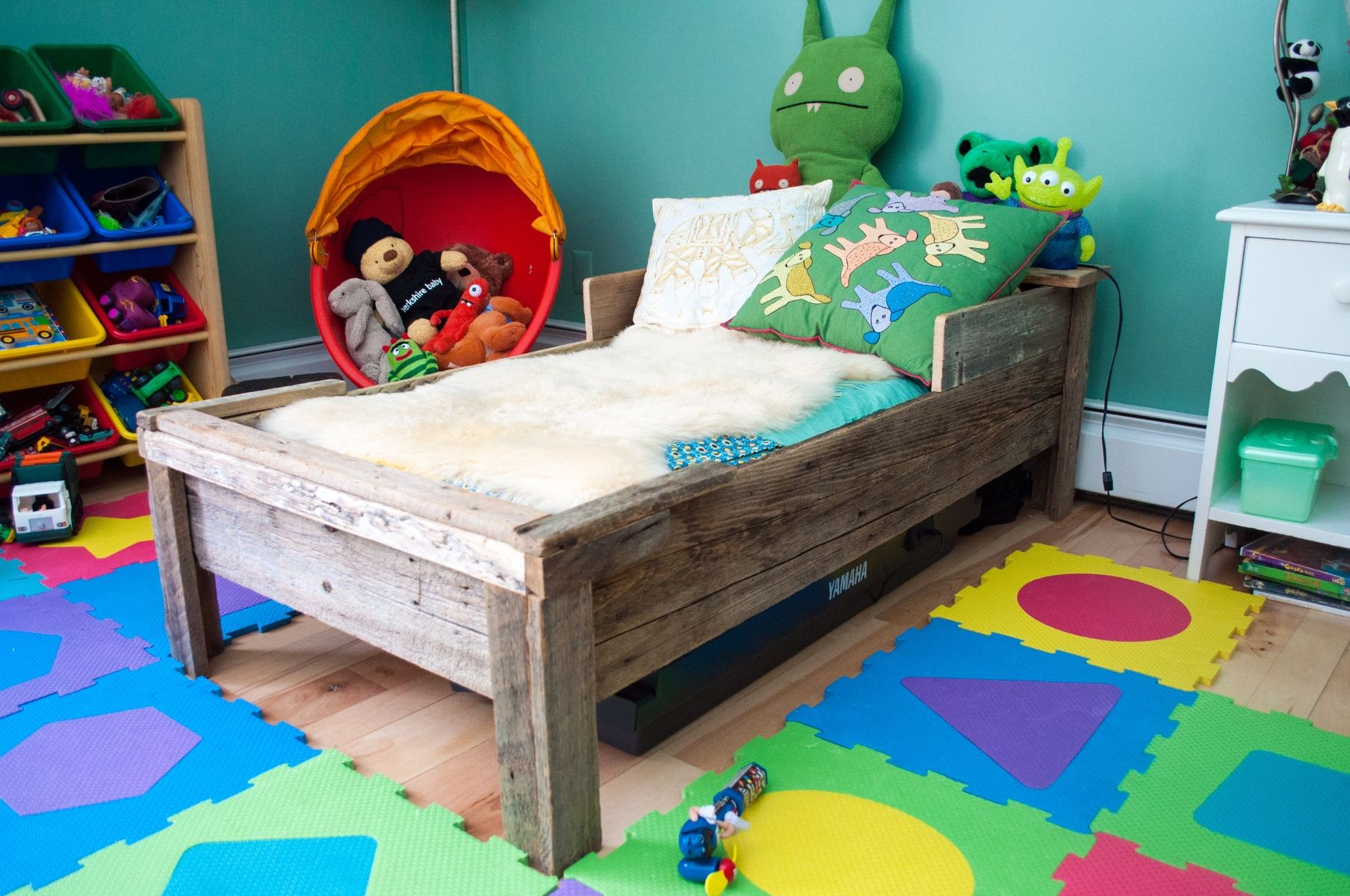 custom toddler bed reclaimed wood by greene pepper woodworking. Black Bedroom Furniture Sets. Home Design Ideas