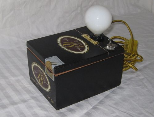 Custom Made Cigar Box Desk Lamp: Cusano 18 Robusto