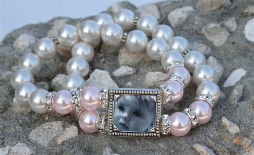 Custom Made Wedding Bracelet / Maid Of Honor Gift / Mother Of Bride Or Groom Gift / Soft Pink And White Pearls