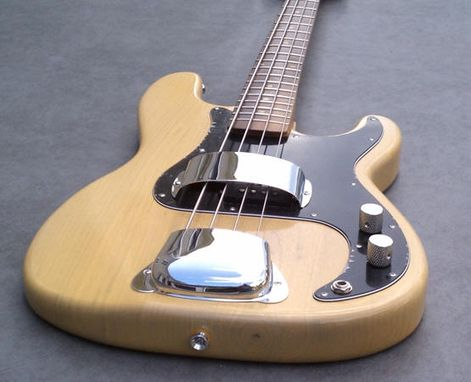 Custom Made New England Custom Guitar Vintage P-Bass