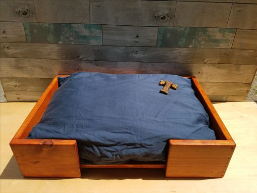 Custom Made Pet Bed (Pi24g)