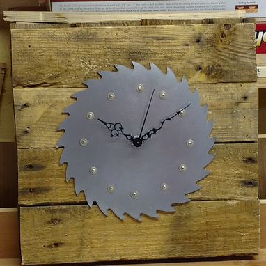 Custom Made Pallet Wood And Saw Blade Clock