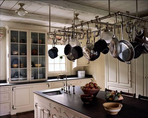 Custom Made Classic New England Kitchen