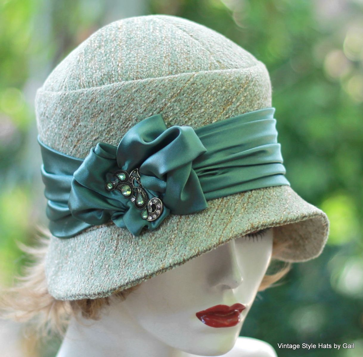 1920s CLOCHE//DOWNTON ABBEY//BEANNIE GREEN HAND CROCHET HAT WITH FLOWER