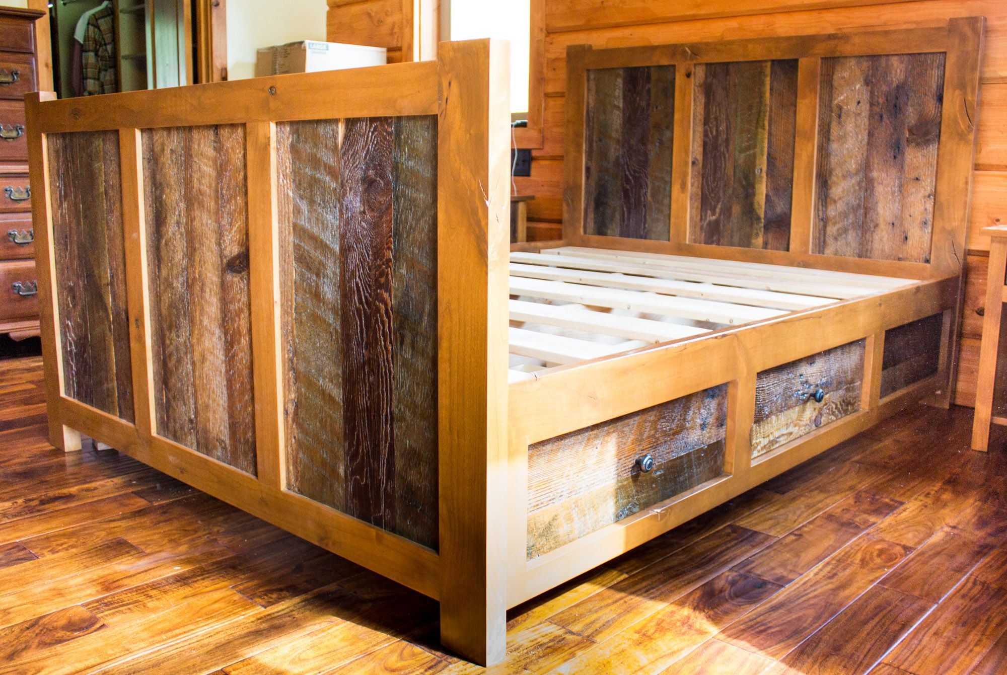 4 Drawer Rustic Reclaimed Barn Wood Platform Queen Bed By Bobby Louviere