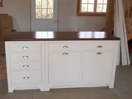 Custom Made White Painted Shaker Kitchen