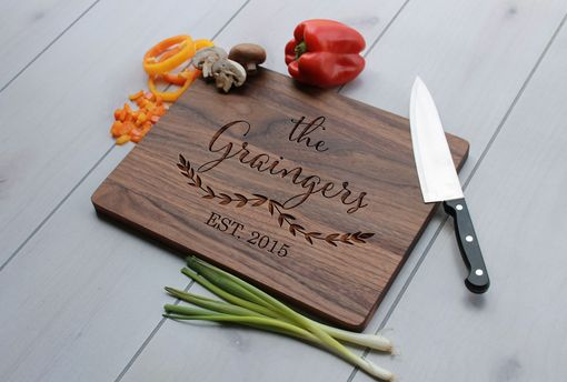 Custom Made Personalized Cutting Board, Engraved Cutting Board, Custom Wedding Gift – Cb-Wal-Graingers