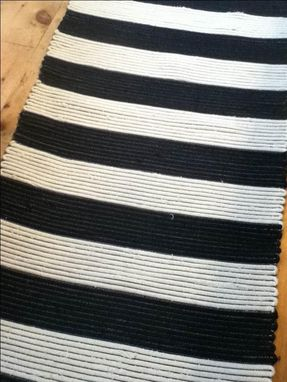 Custom Made Black And White Hand Woven  Wool Rugs