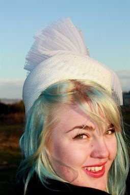 Custom Made Vintage White 50s Pillbox Hat With Pleated Tulle And Pearls