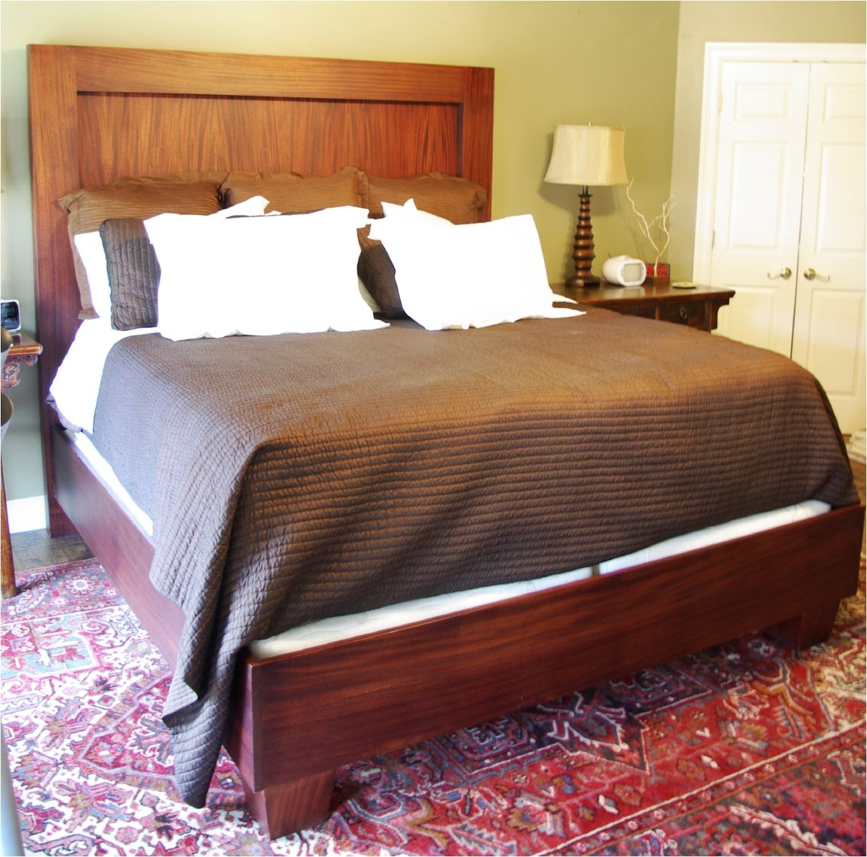Solid Mahogany Bedroom Furniture Hand Crafted African Mahogany Bed With Solid Bed Rails And Tapered