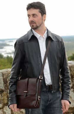 Custom Made Leather Messenger Bag, Made In Italy. Tablet Bag. Pocket Shoulder Bag.