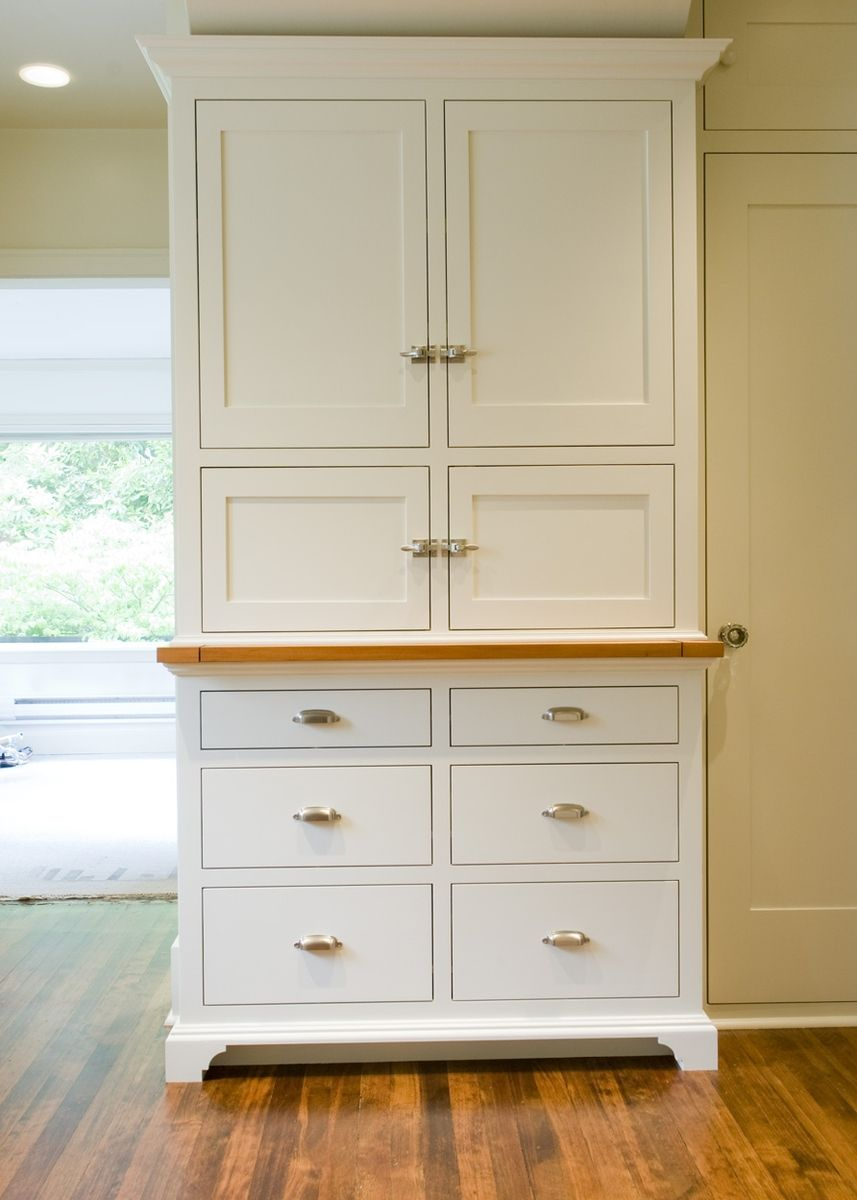 Hand crafted painted fsc certified alder kitchen cabinets for Certified kitchen cabinets