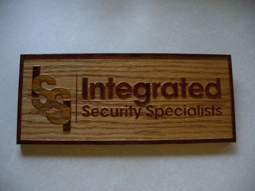 Custom Made Wall Plaques, Desk Plates& Signs