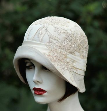 Custom Made 1920s Vintage Style Great Gatsby Cloche Wedding Hat In Ivory And Lace
