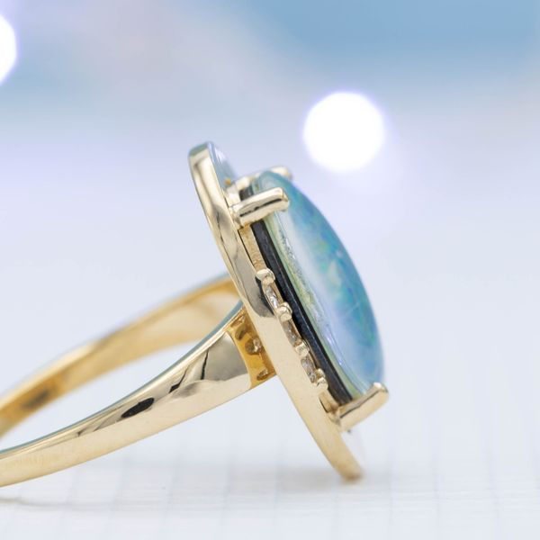 Viewed from the side, the layers of this assembled doublet opal become visible.