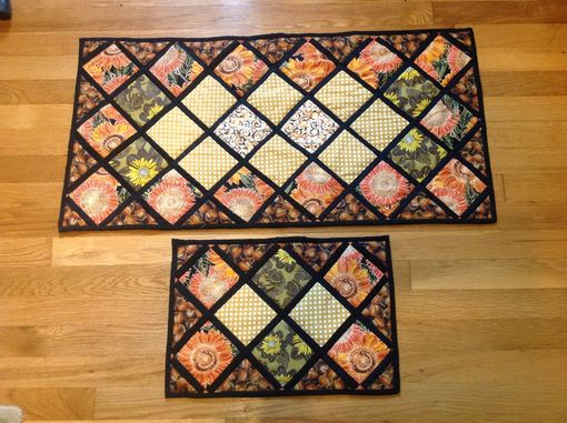 Custom Made Intricately Quilted Autumn/Thanksgiving Reversible Table Runner And Placemat Set Of 4