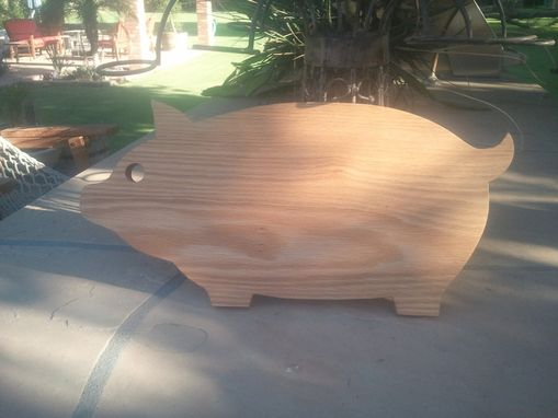 Custom Made Restaurant Grade Pig-Shaped Cutting Board