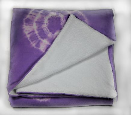 Custom Made In Vogue: Tie-Dye: Bulls Eye Throw