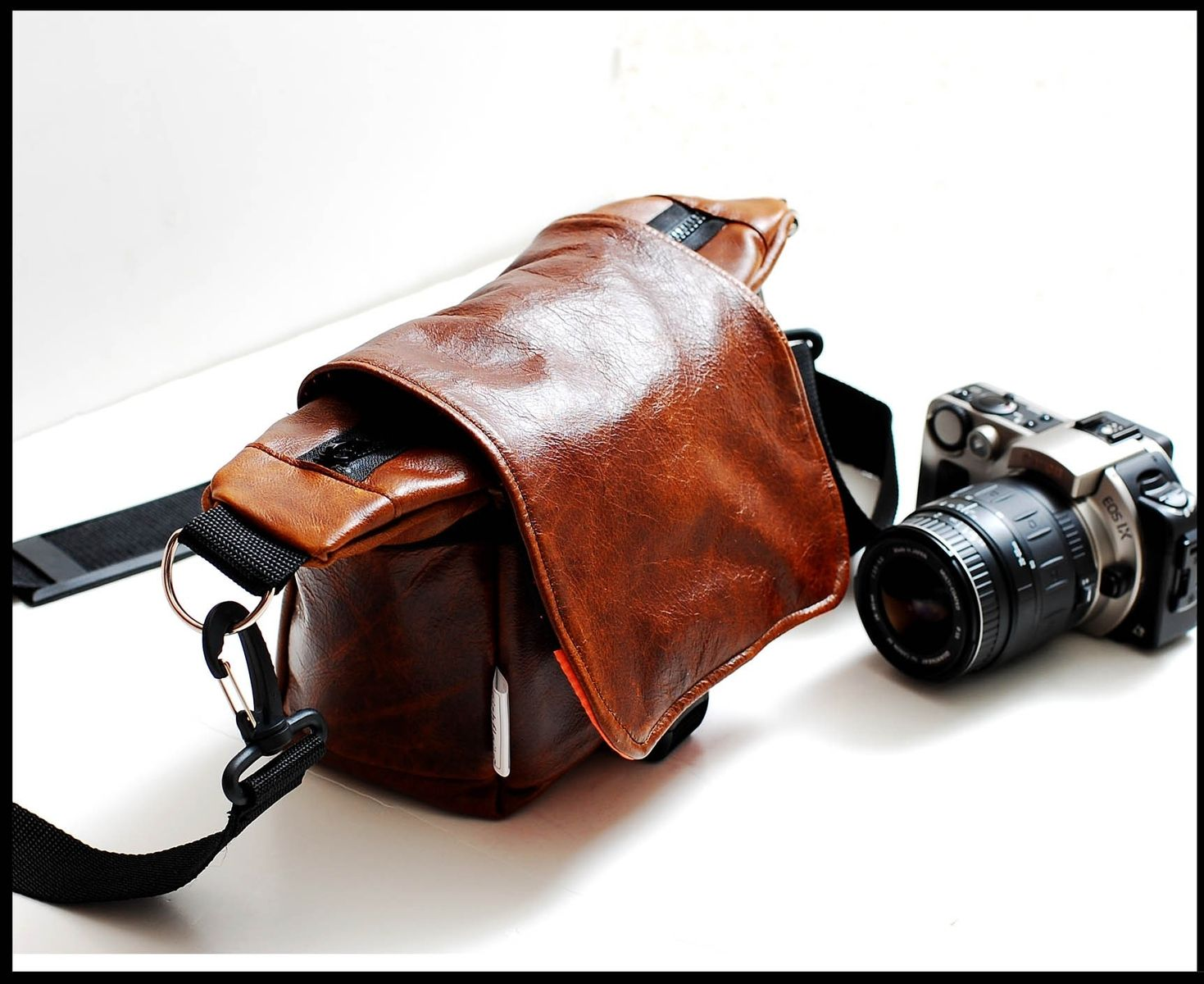 Custom Made Women S Camera Bag Travel In Messenger Style Lilliput