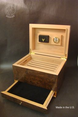 Custom Made Inlaid Family Crest Humidor Hd75-1 With Free Shipping.