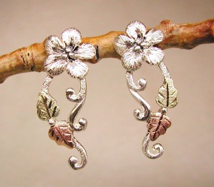 Custom Made Black Hills Gold On Silver Forget-Me-Not Flower & Branch Post