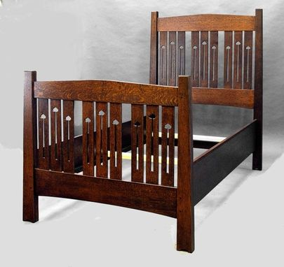 Custom Made Mackintosh Twin Bed, Quartersawn Oak, Beautiful Cutouts