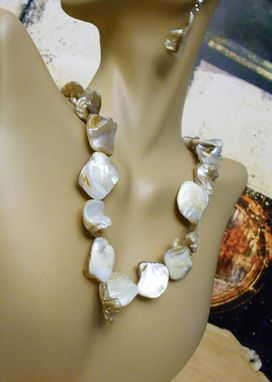 Custom Made Round Shell White  Necklace & Earring Sets