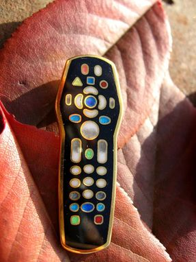 Custom Made Custom Gold Pendant Of Tv Remote