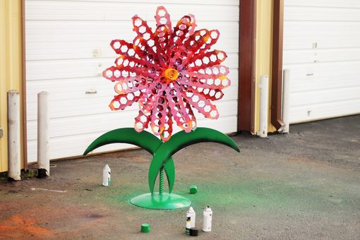 Custom Made Garden Decor Metal Outdoor Sculptures Red Flower Recycled Yard Art