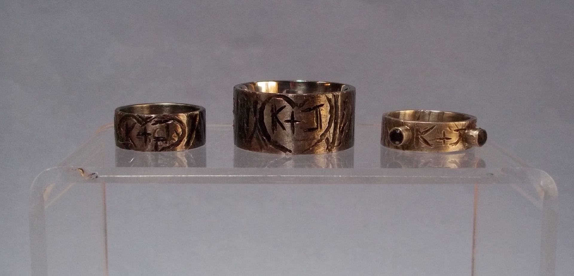 custom made initial tree stump rustic wedding bands his and hers - Rustic Wedding Rings