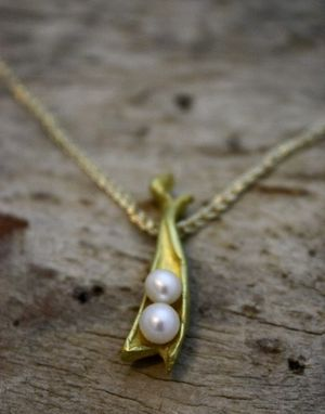 Custom Made 22k Gold Sweet Pea In A Pod Pearl Necklace - $1100