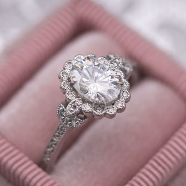 Classic 6-prong setting in 14k rose gold. Knife-edge shank sparkling with two rows of moissanite pave.