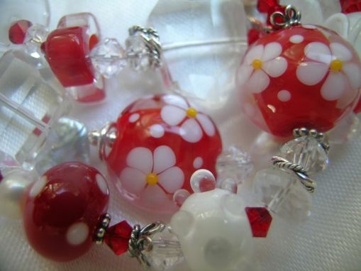 "Custom Made ""Daisy Days"" Artisan Red & White Lampwork, Gemstone Charm Bracelet"