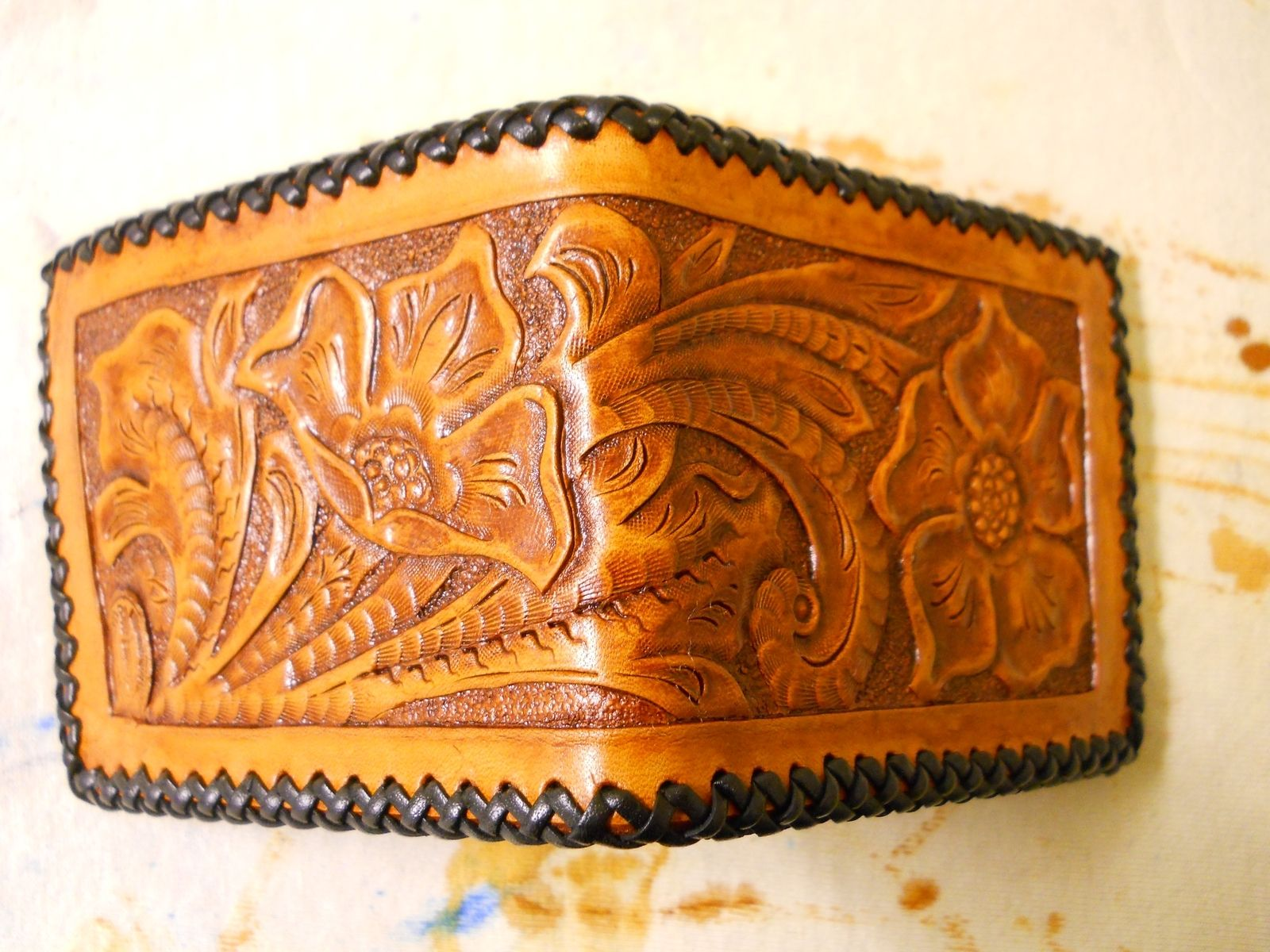 Custom made hand carved floral wallet by burakumin