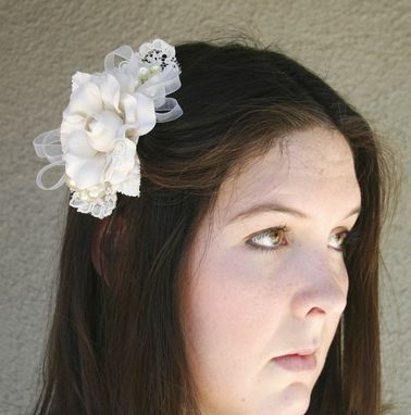 Custom Made Lace And Flower Ivory Bridal Comb, Wedding Hair, Wedding Comb, Clip