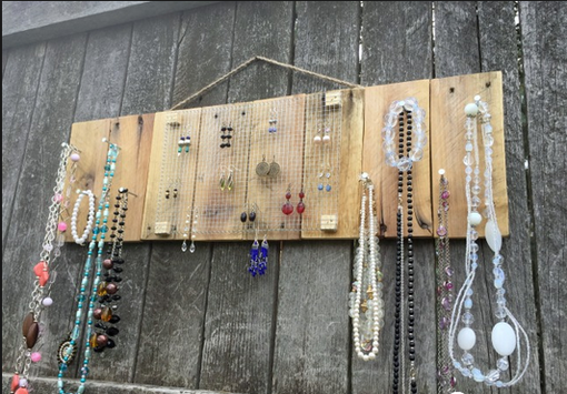 Custom Made Quarter Pallet Jewelery Holder (Layout)