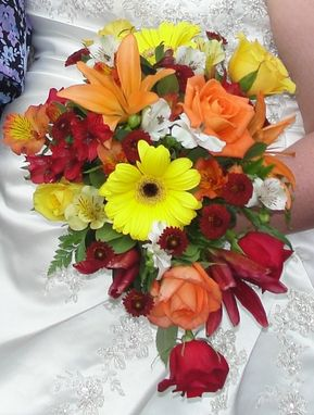 Custom Made Floral Preservation - Bridal Bouquet With Wedding Photograph!