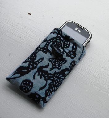 Custom Made Sleeves For Phones , Tablets And E-Readers