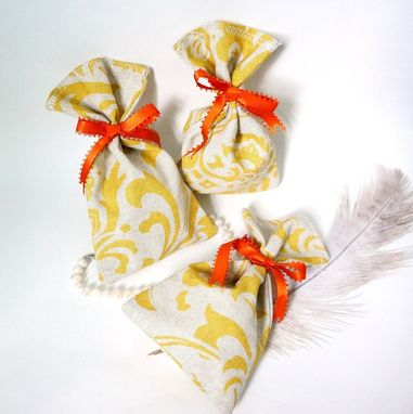 Custom Made Damask-Printed Fabric Favor Bag For Weddings And Parties