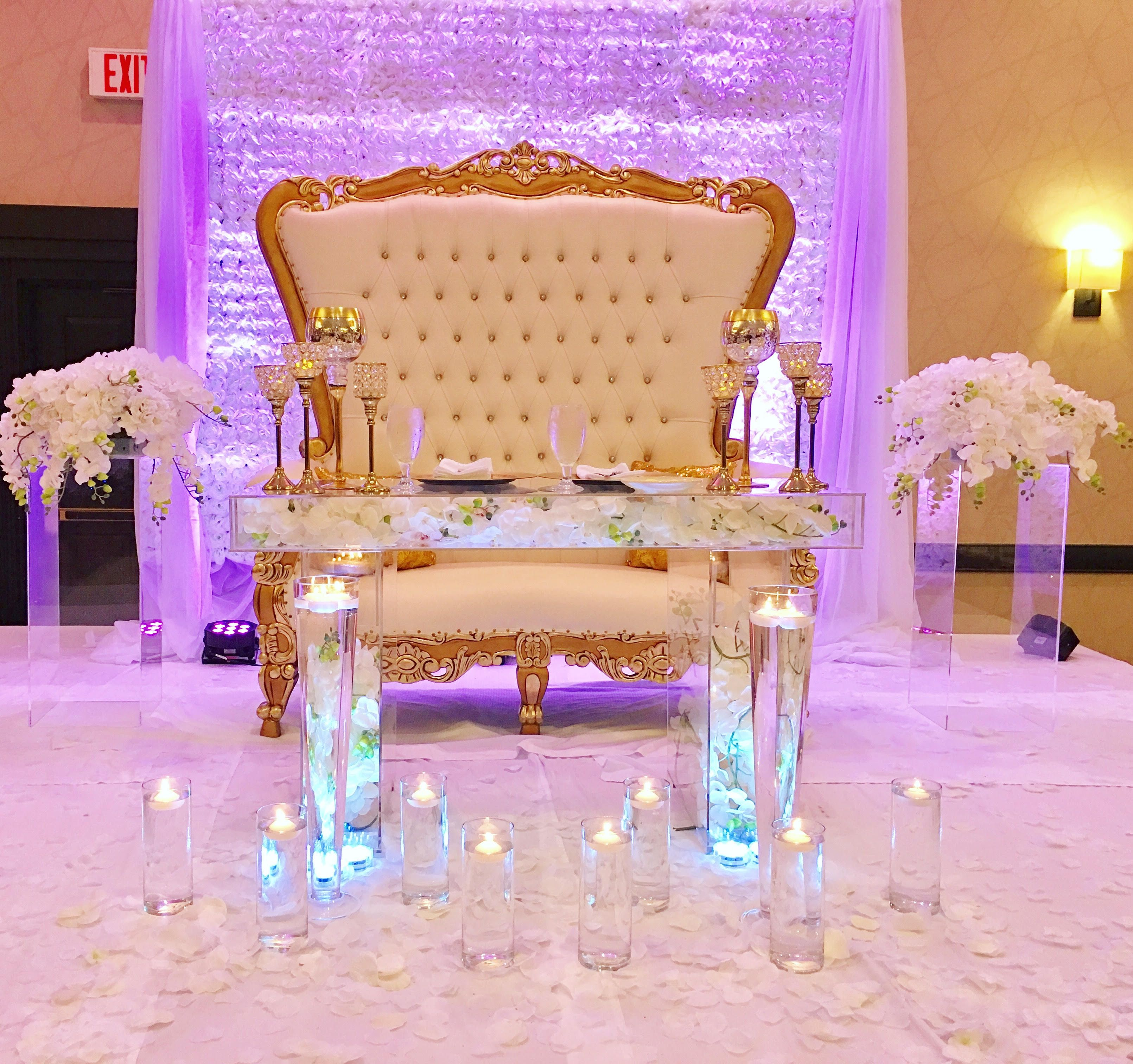A Hand Made Acrylic Bridal Sweetheart Table Clear Modualr Top Makes For Great Decorating To Order From Custom Lucite